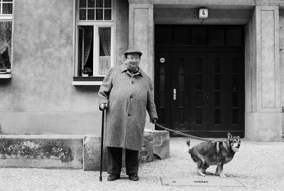 27_BEB-Mann-mit-Hund